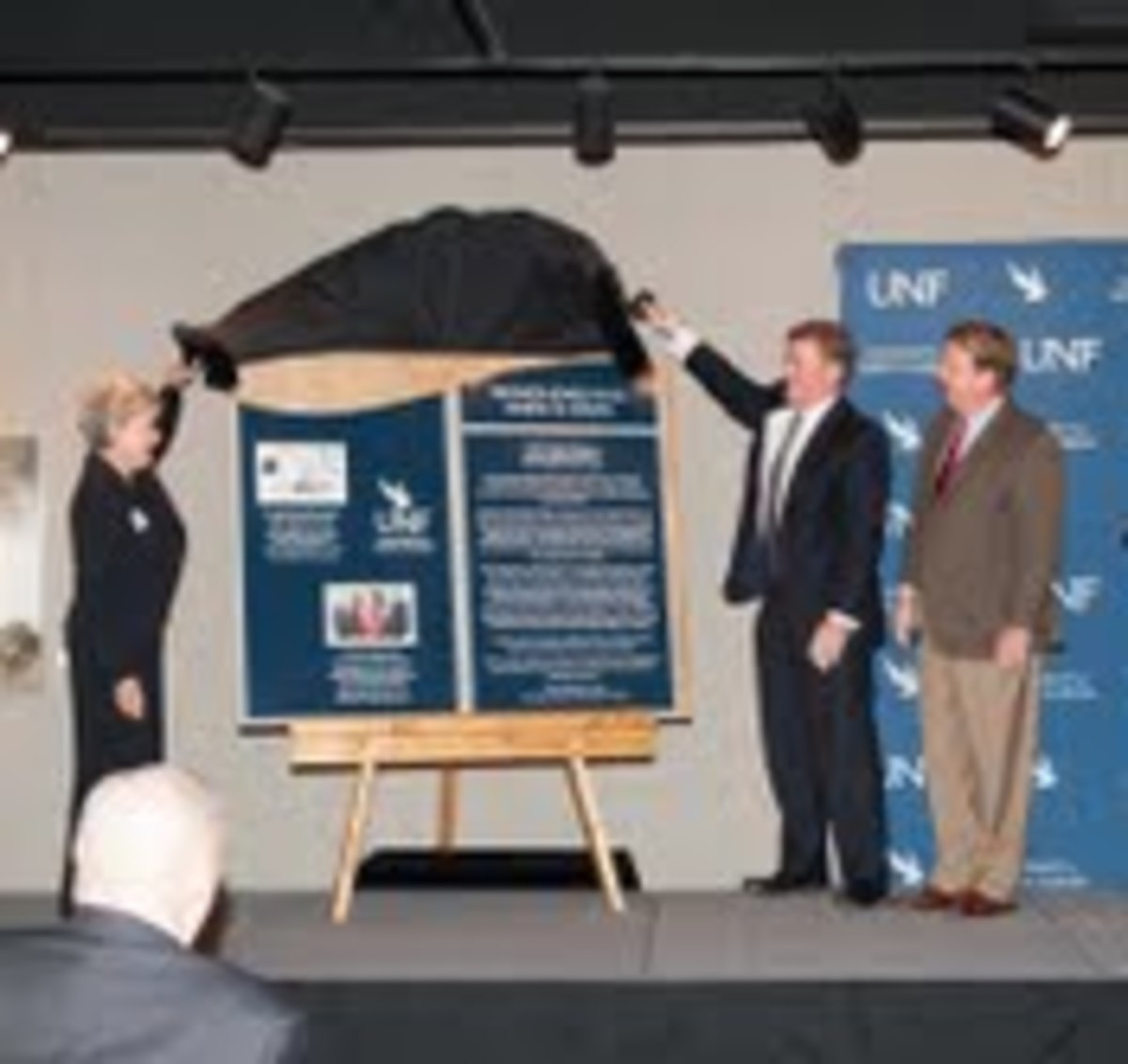 The new plaque honoring the Skinner Family is revealed. Photo by Jennifer Grissom of UNF Public Relations