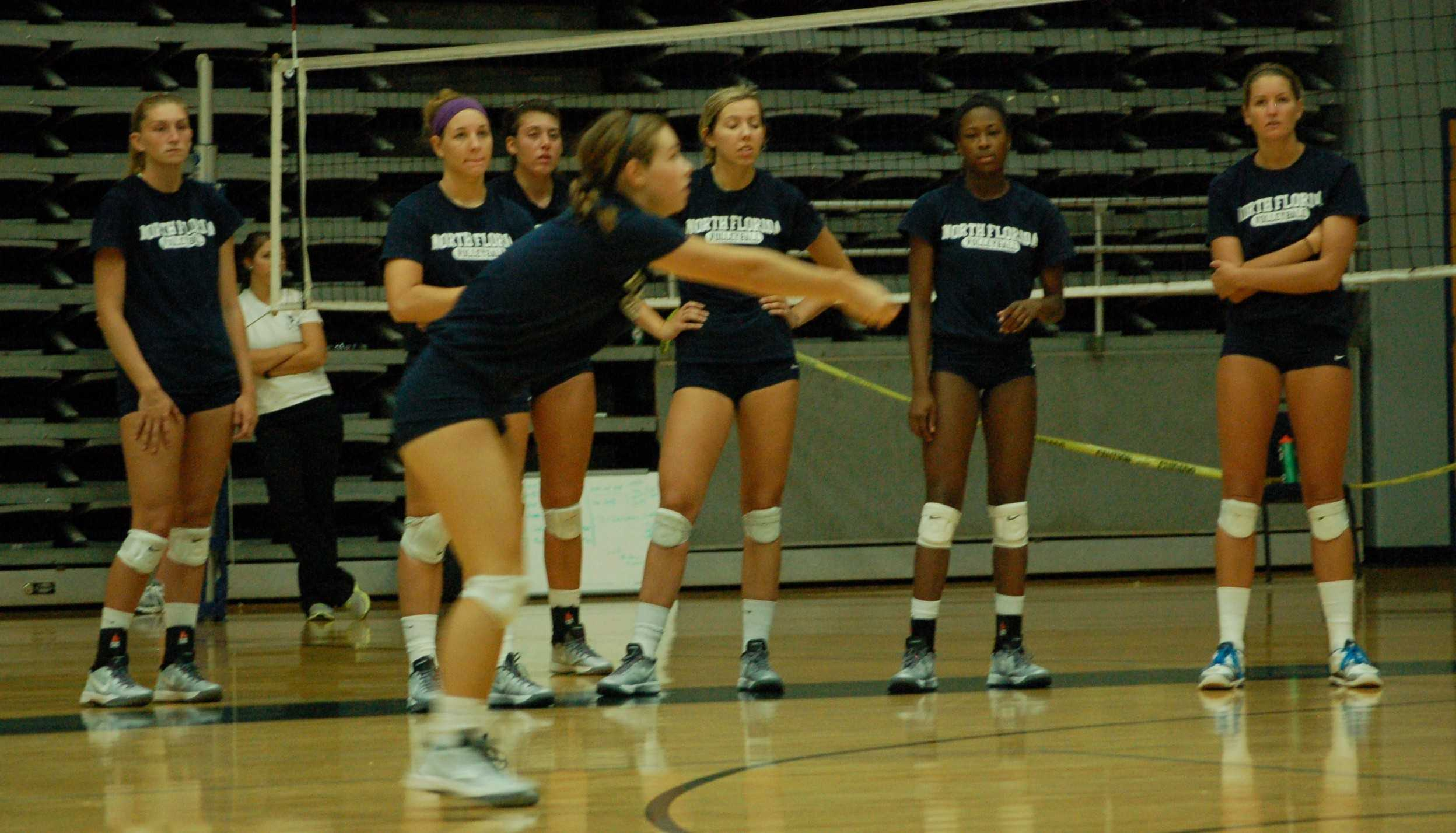 UNF volleyball during pre-season practice. (Photo credit: Travis Gibson)