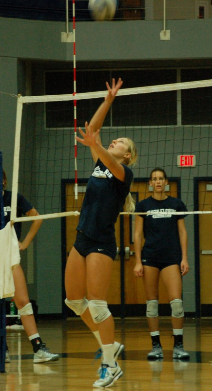 Volleyball can't close, drops five-set match