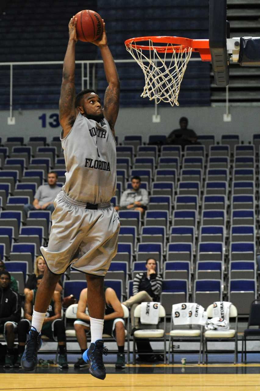 Travis Wallace grabbed 8 rebounds against Webber. (Photo credit: John Shippee)
