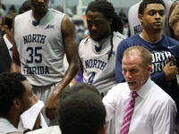 Men's basketball drops third-straight game in conference