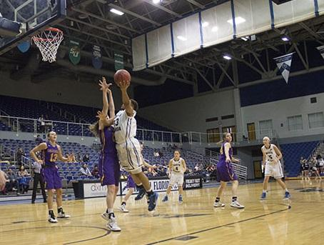 Women's basketball moves to 1-4 in conference play