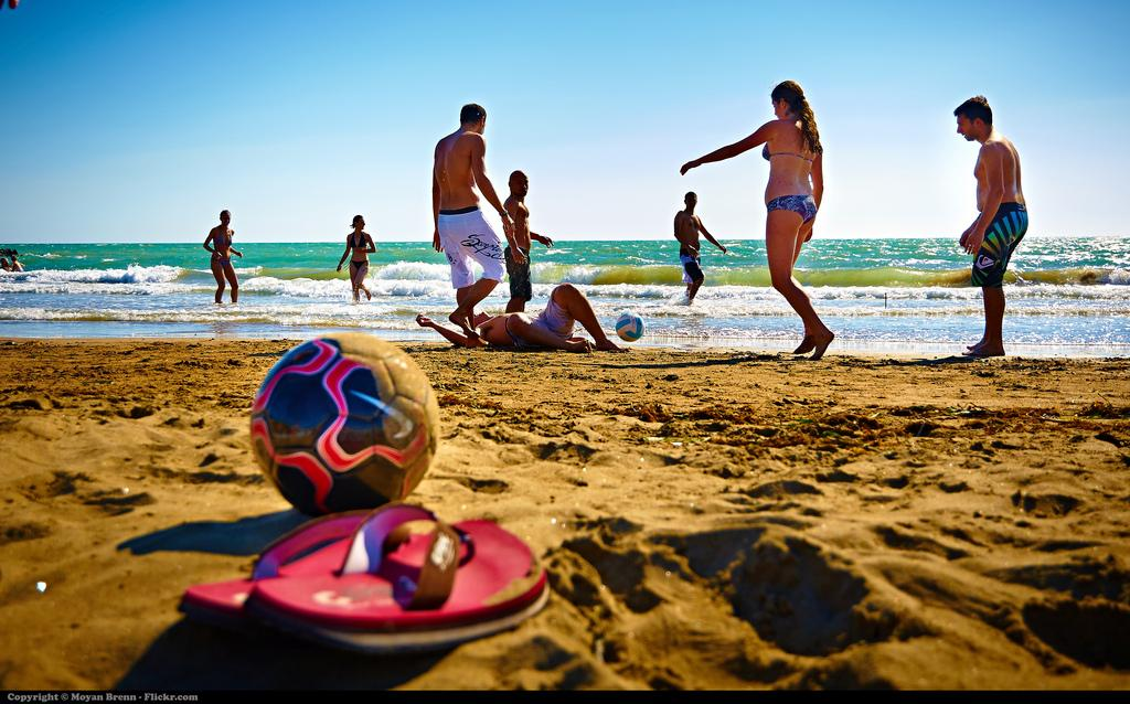 6 Beach Activities to Heat Up Your Summer