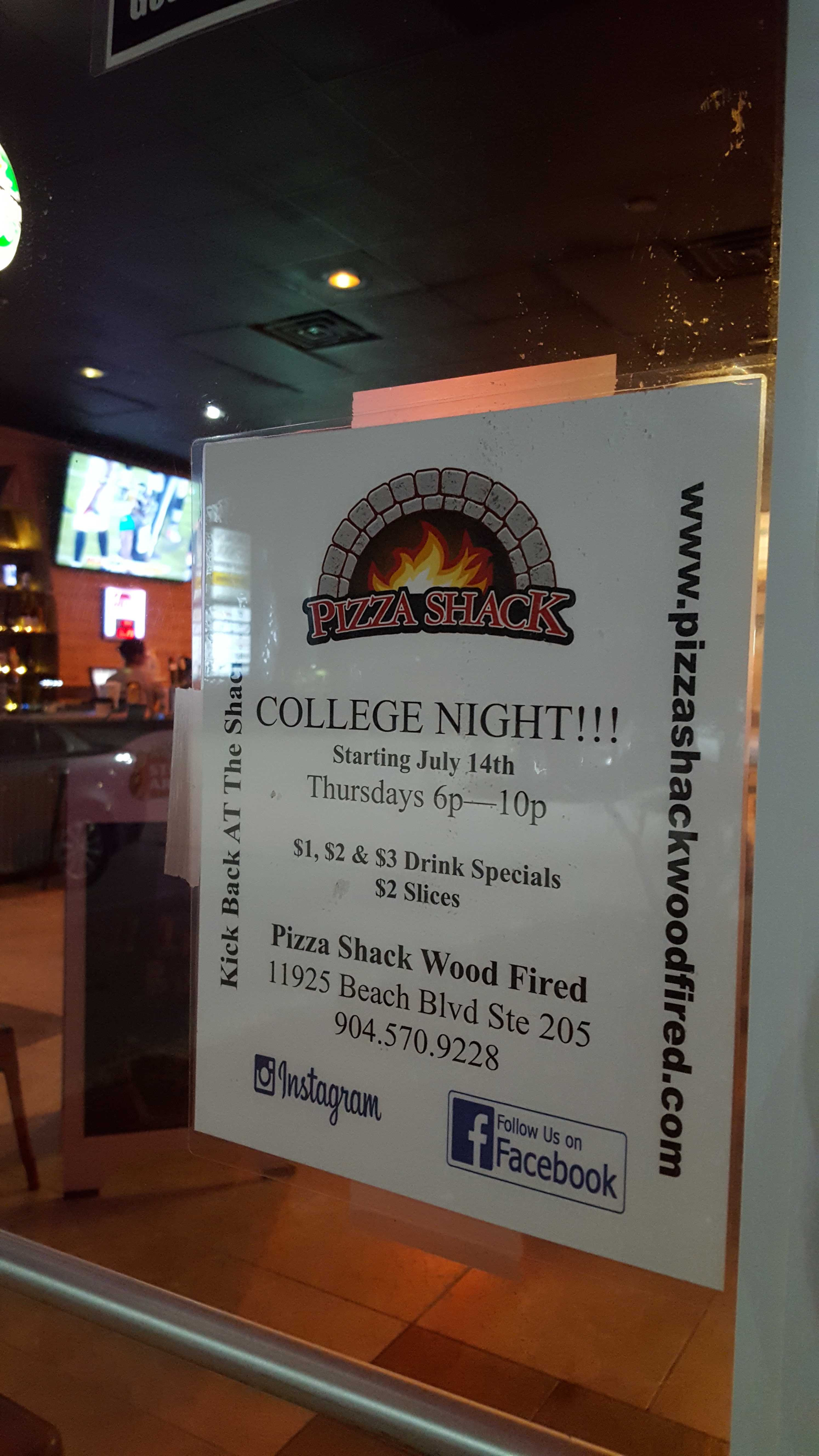 Pizza Shack offers discounted drinks and pizza for college night every Thursday. Photo by Courtney Stringfellow
