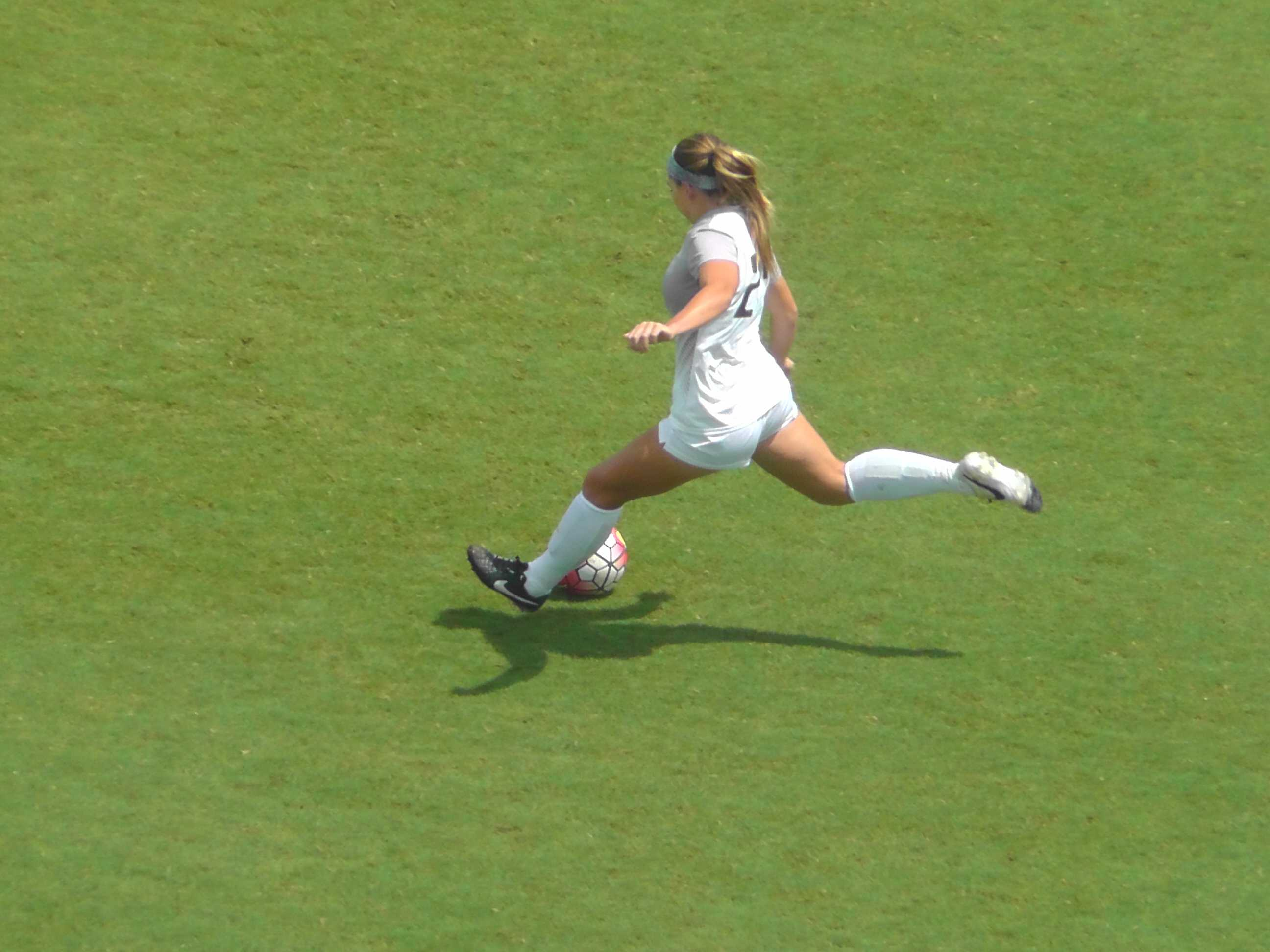 Women's Soccer Earns First Victory After Second-Half Surge
