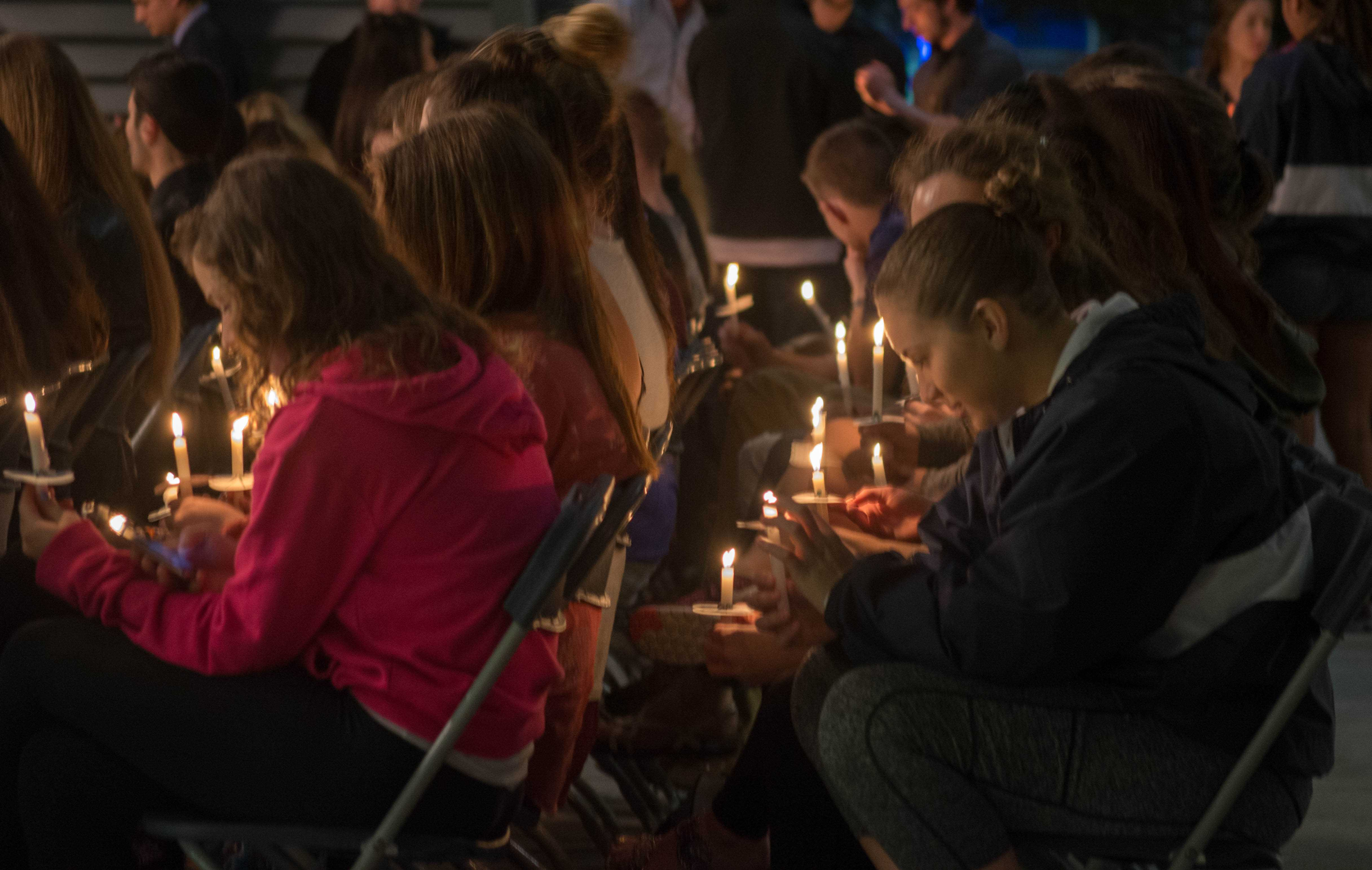 Students honor Andy Hoang with candlelight vigil