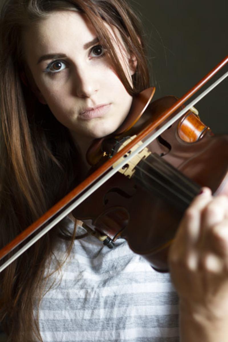 Dayna Osan playing her violin.
