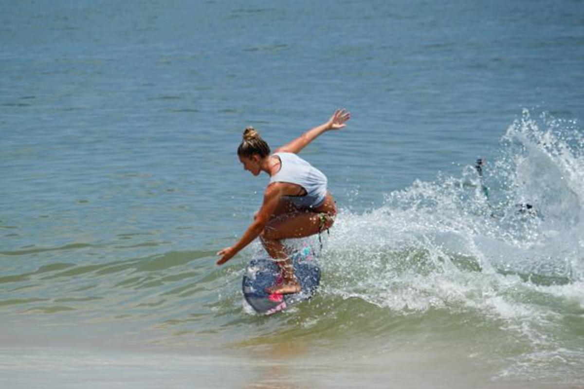 Casey Kiernan slashes a frontside snap at Vilano Beach on Sunday during the finals. Photo by Josh Brangenberg