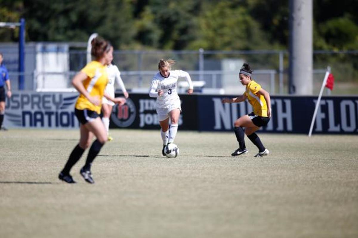 Alexis Bredeau with the ball against the Norse, the Osprey's conference opponents on Nov. 1. Photo by Camille Shaw