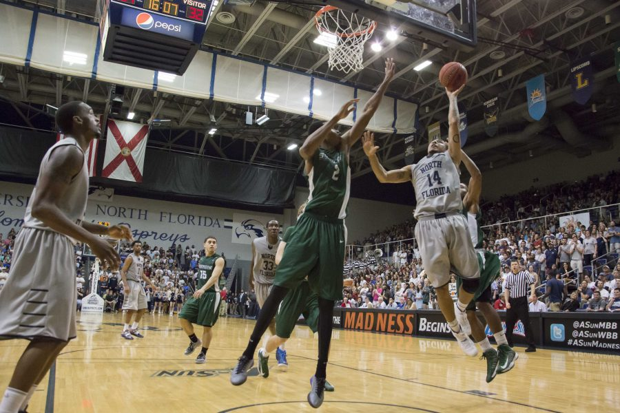 UNF rolls on to semifinals: Ospreys dominate Hatters 81-67