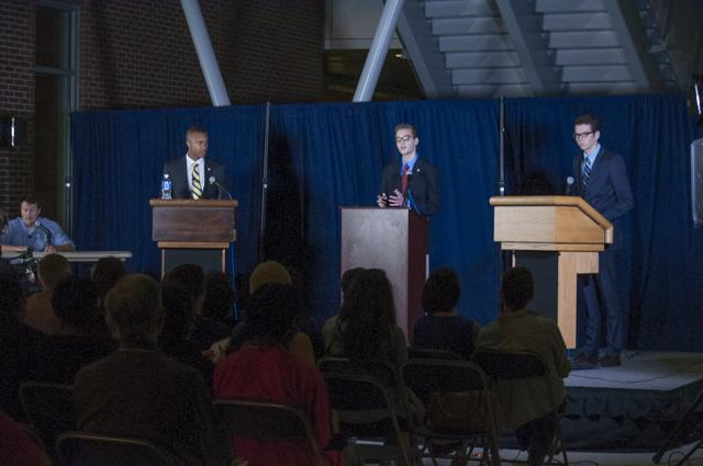 Students gathered in the Student Union Plaza Tuesday night to hear from the presidential candidates running in the Spring 2015 election.<br><i>Photo by Morgan Purvis</i>