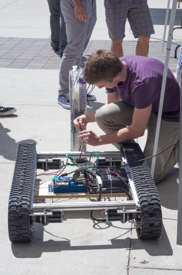 """""""Robomadness"""": UNF CCEC students show off their work"""