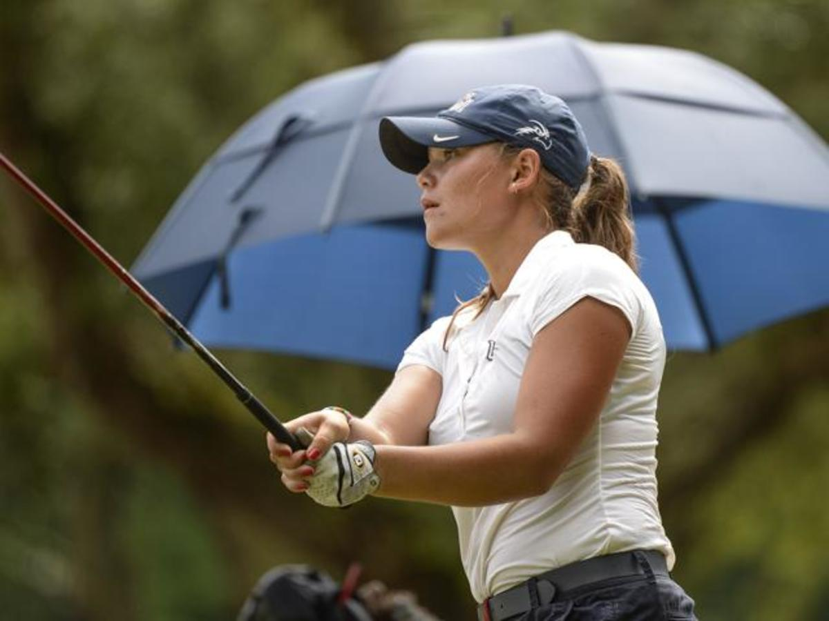 Women's golf makes program history