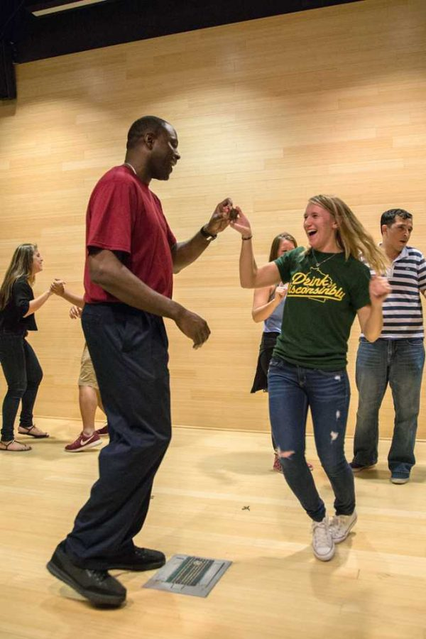 Students rehearse a dance together before salsa instructor Andres Espinosa turns on the corresponding song. Photo by Courtney Stringfellow