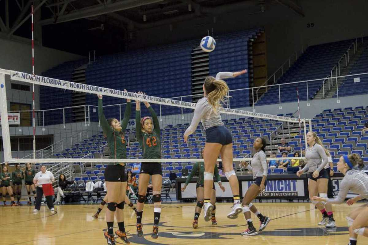 UNF volleyball defeated Florida A&M 3-0, ending a 3-game losing streak.  Photo by Caleb Moseley