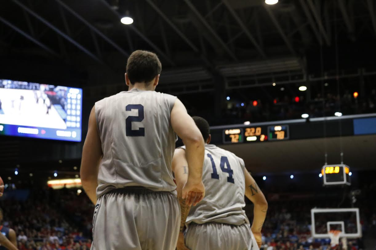 Men's basketball snaps brief losing streak with two wins on the road