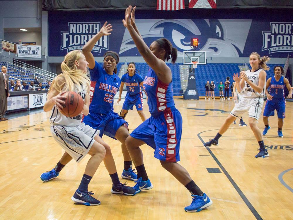The SC State defense pestered the Ospreys, nabbing 11 steals.   <i>Photo by Michael Herrera</i>