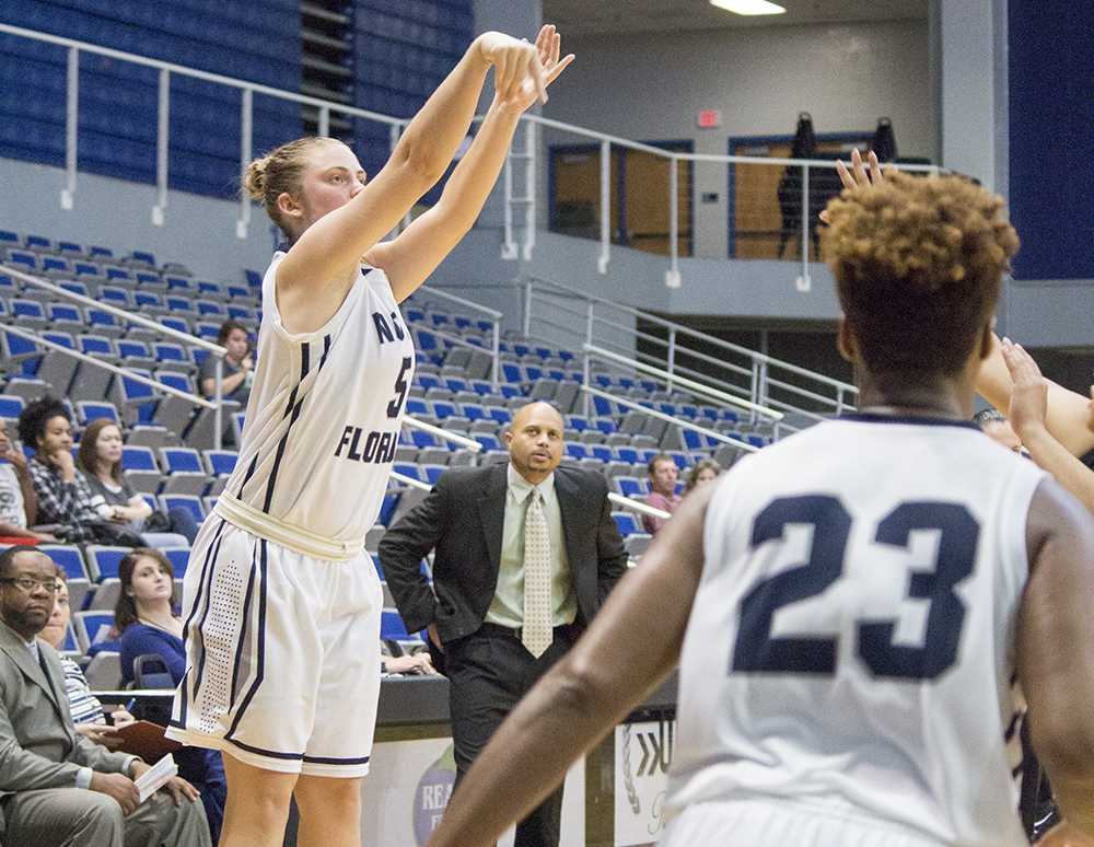 North Florida falls to Owls for sixth straight loss