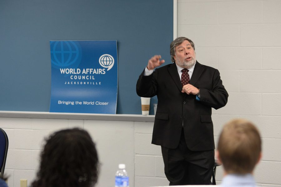 Wozniak speaking to a World Affairs Council group before the lecture.  Photo by Jennifer Grissom