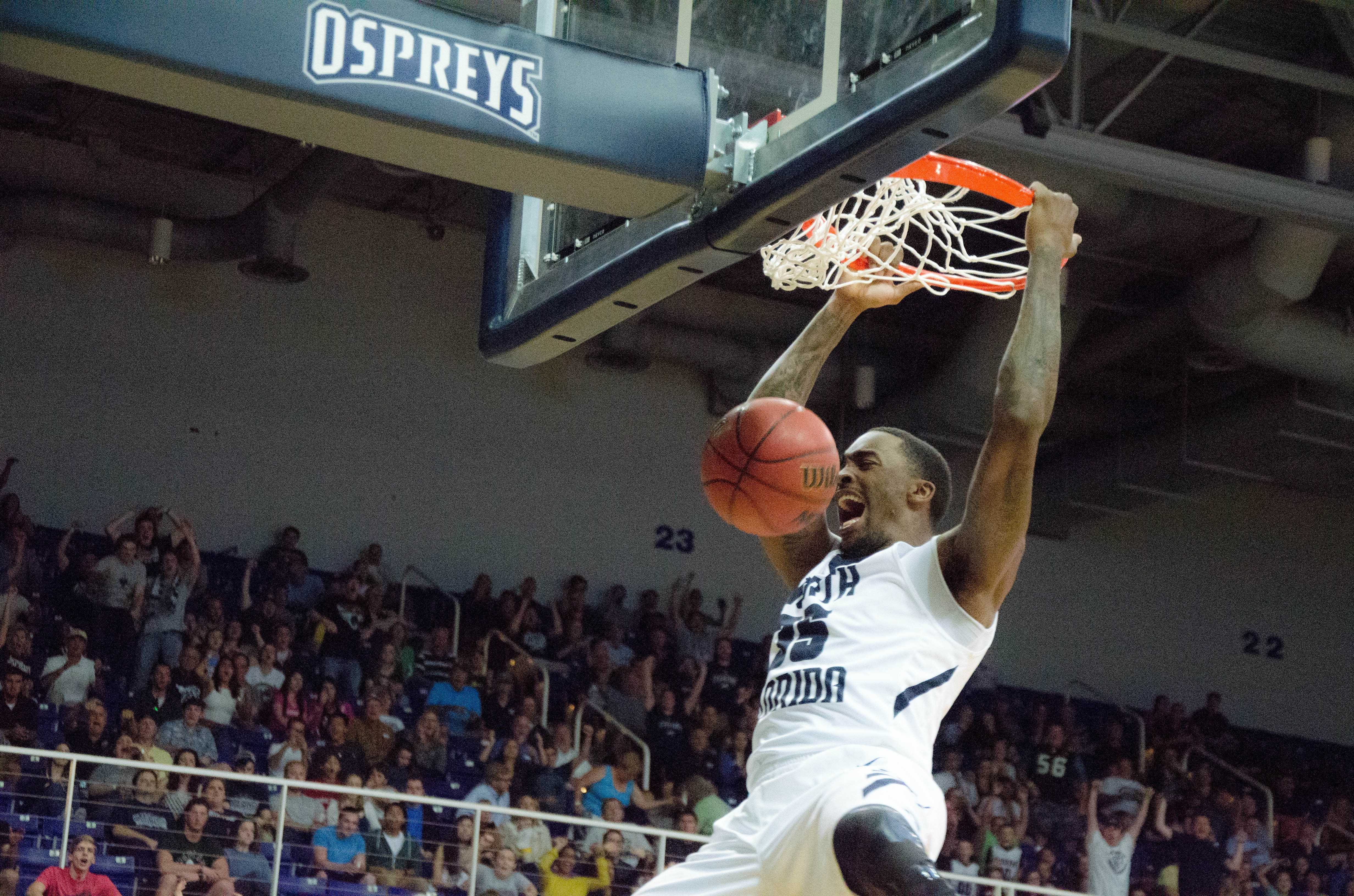 Men's basketball advance to the semifinals
