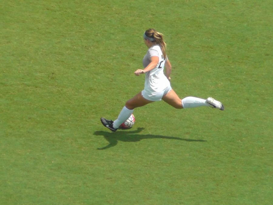 UNF Women's soccer. Photo by Joslyn Simmons