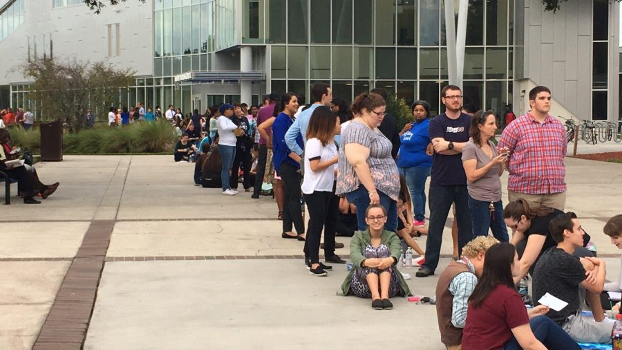 Students wait to be let into the UNF Arena. Photo by Jack Drain
