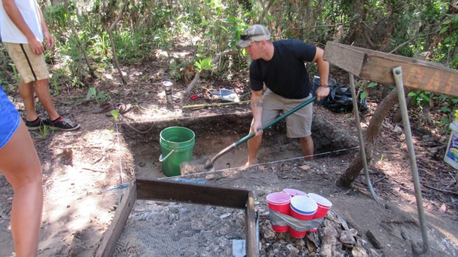 Archeology students unearth Native American artifacts