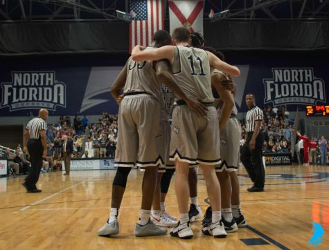 Seniors carry the Ospreys to a win over JU, 73-69