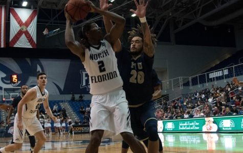 North Florida men's basketball edge out a win over FIU