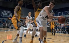 Men's basketball team fends of Kennesaw State's rally