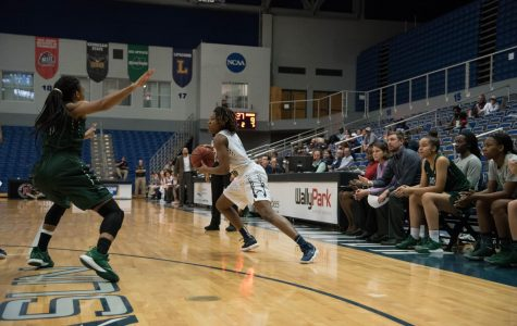 Women's basketball trampled USC Upstate