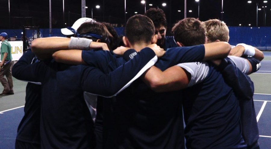 The+UNF+Men%27s+Tennis+team+huddles+up+before+their+match.+