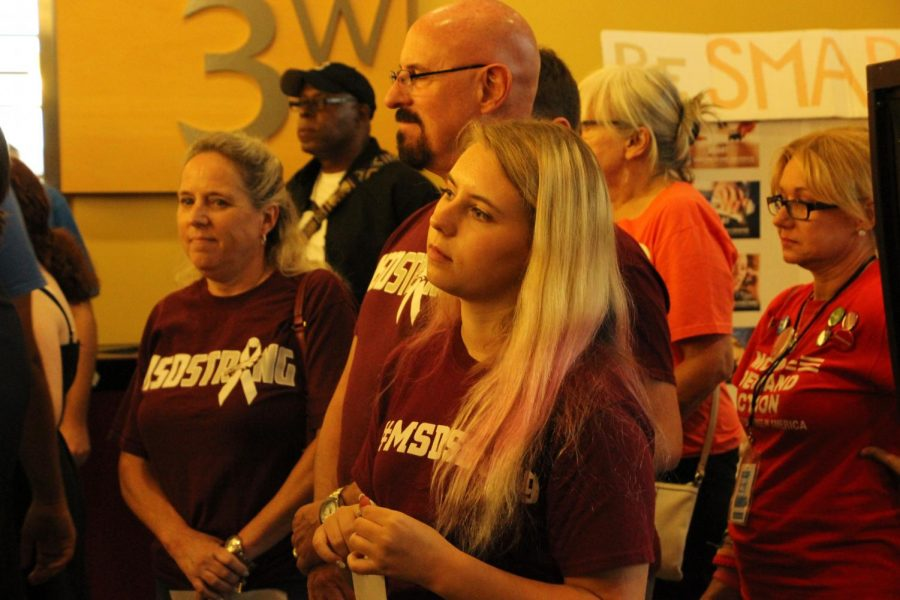 Group wearing #MSDStrong to commemorate students who died at Stonemen Douglas.