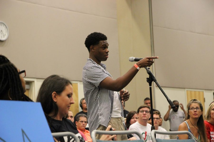 Asking a question to the panelists about the future of gun safety.