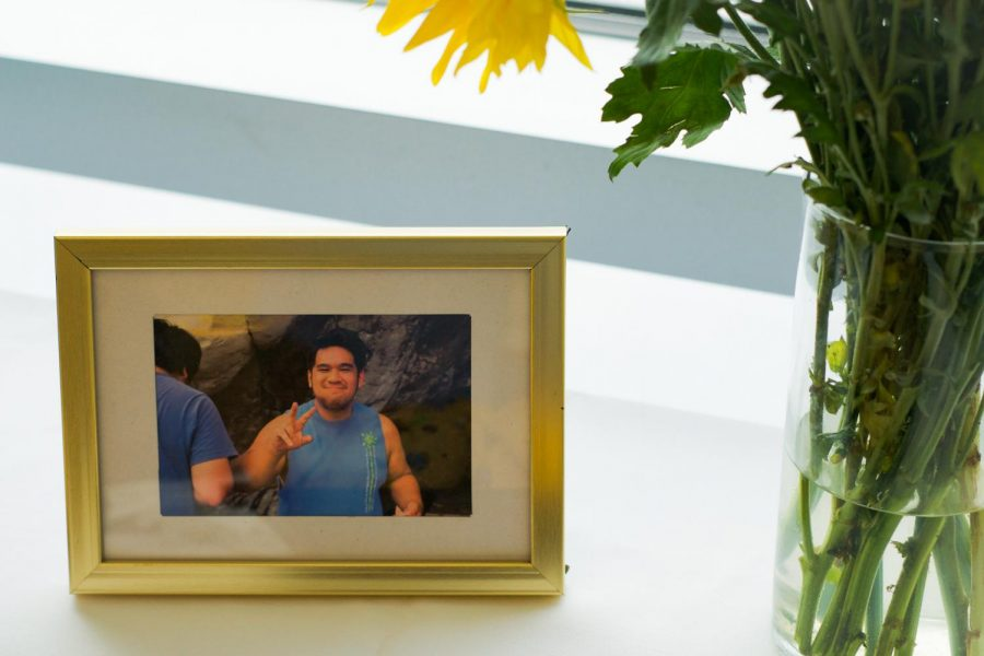 Framed+picture+of+Greg+Yutuc.