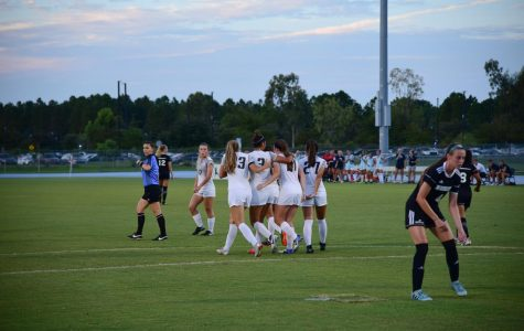 Women's Soccer extends win streak to five games, defeat Webber 9-0