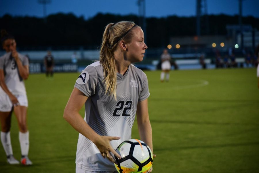 Women's Soccer falls to FGCU, 4-0