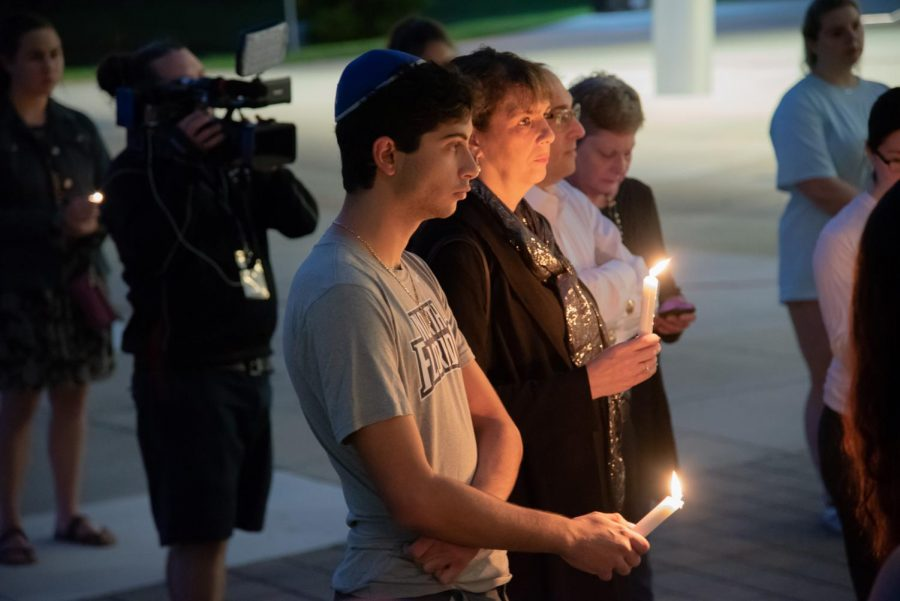 Attendees+at+vigil.