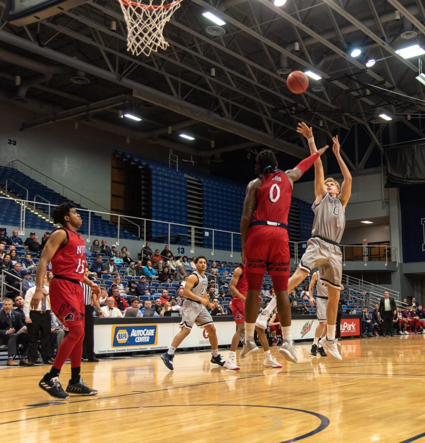 Men's Basketball vs. NJIT 2019 0	Noah Horchler