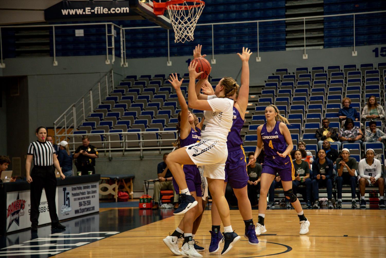 Women%27s+basketball+jump+shot+4