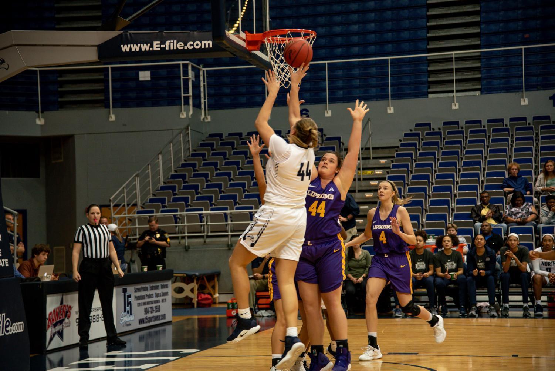 Women%27s+basketball+%2344+jump+shot