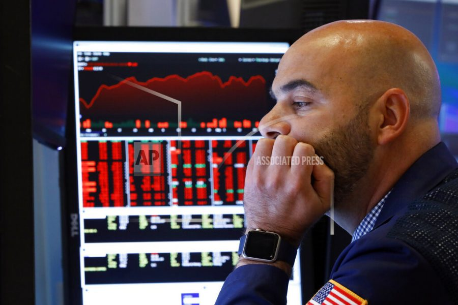US stocks tumble as US-China trade war rattles investors
