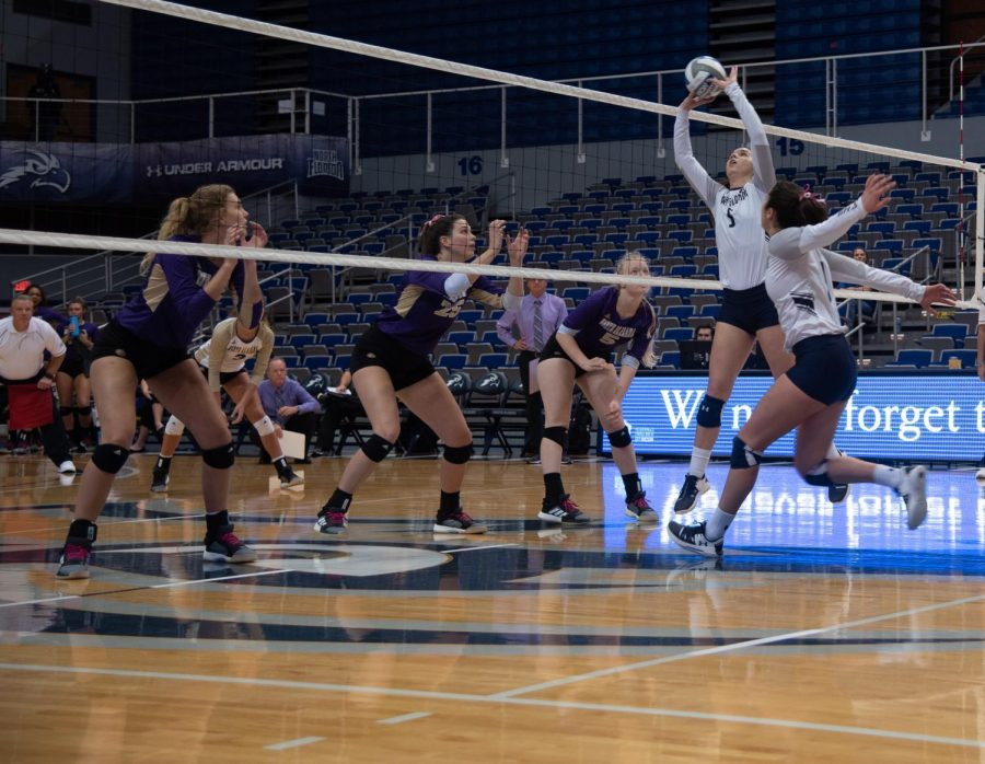 Underclassmen shine in UNF Volleyball's third-straight win