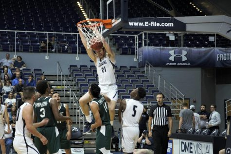 Onslaught of three's not enough to get UNF out of first round