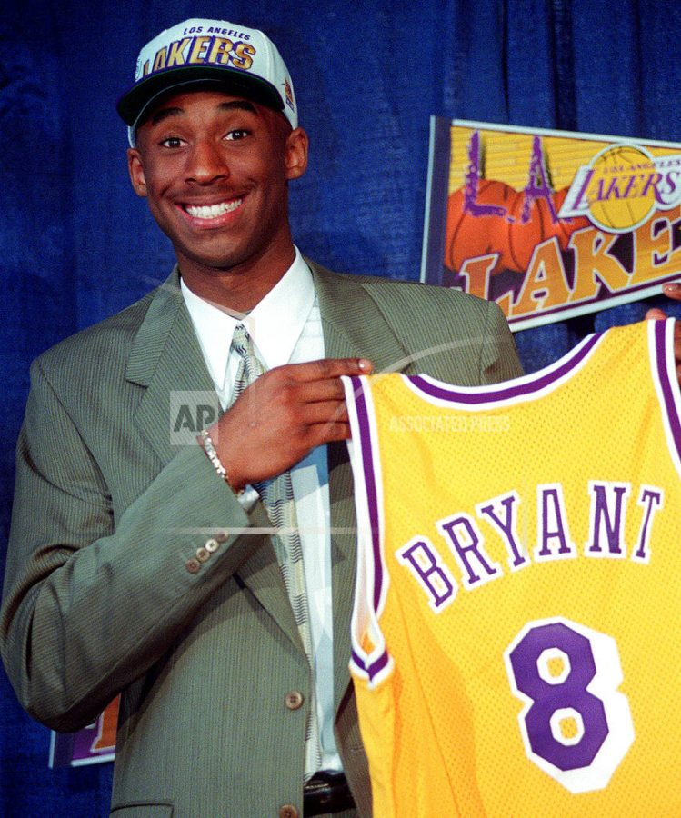 AP source: Ex-NBA star Kobe Bryant dies in helicopter crash