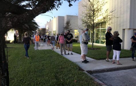 Voters line up outside Beaches Library on Monday morning to cast their vote early. (Photo courtesy of Hannah Lee/ WOKV)