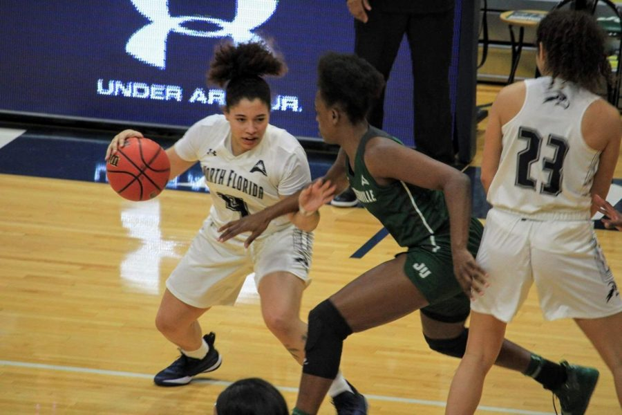 Lady Ospreys snap Liberty's 11-game win streak in series-opening win