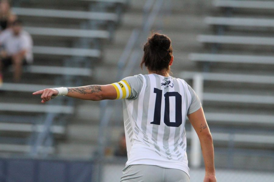 Scoring her third goal of the season, Thais Reiss continues to be an important piece of the UNF attack