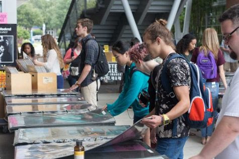 UNF's biggest poster sale makes its return